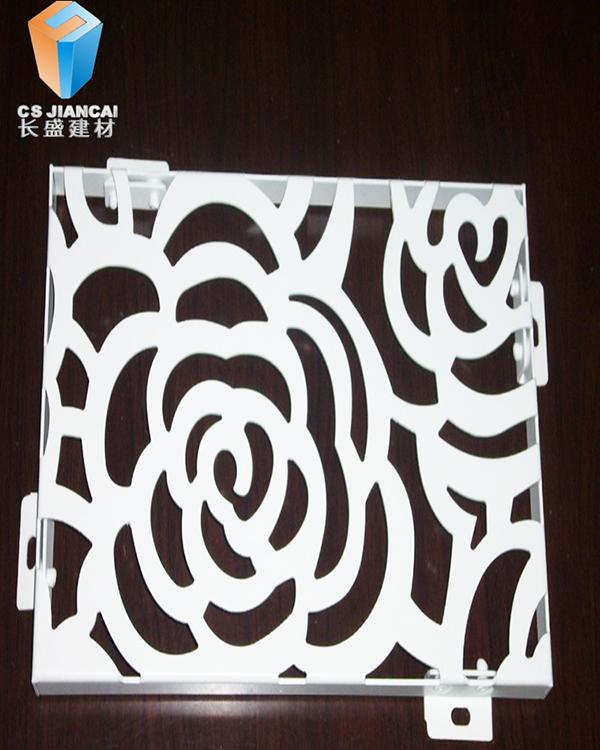 (白色花纹镂铝单板幕墙)   ◆ 镂空铝单板通过不同图案,大小疏密的孔