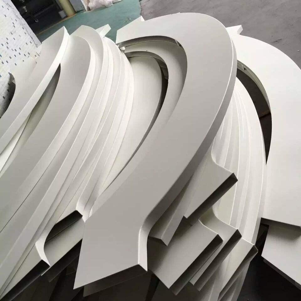 白色弧形铝方通