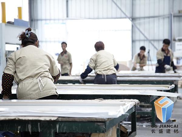 铝单板厂家车间员工